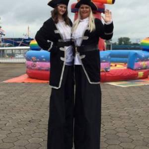 2 Steltlopers - Piraten huren?