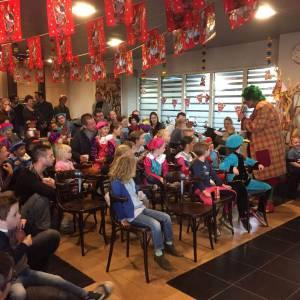Sinterklaasshow boeken in bedrijfskantine