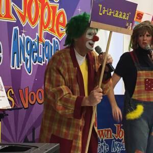 sinterklaasvoorstelling Clown Jopie en Tante Angelique boeken