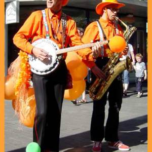 Dixie Duo Swing 'n Roll Oranje Supporters boeken?