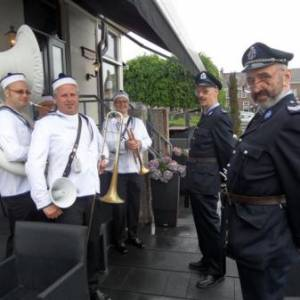 Swinging Dixieband - Navy Band boeken?