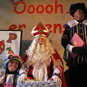 Boek Sinterklaasshow Oooh Kom er eens Kijken een complete Sinterklaasshow