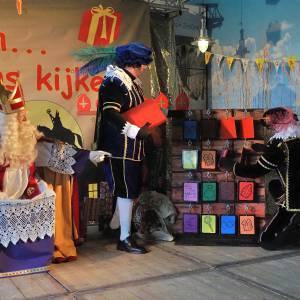 Boek Sinterklaasshow Oooh Kom er eens Kijken voor het Sinterklaasfeest
