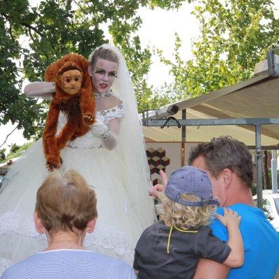 Download promotiefoto van Steltloop Act - Bride Macabre