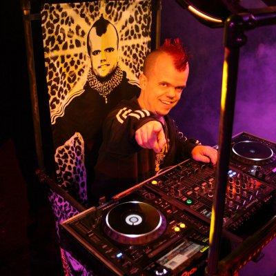 Download promotiefoto van DJ Tim Little, de kleinste DJ van Europa